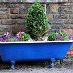 Pourquoi pas des pots insolites dans votre jardin ?